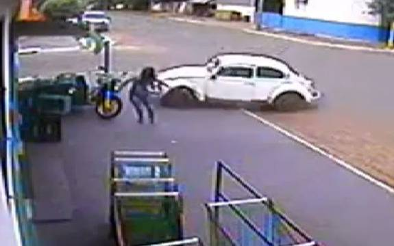 Lucky escape for pedestrian in Brazil hit and run